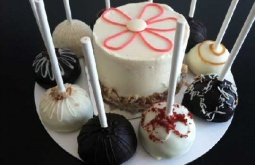 The Native's Guide to Sweets: Cake pops, mini cakes and more at Pure Cake